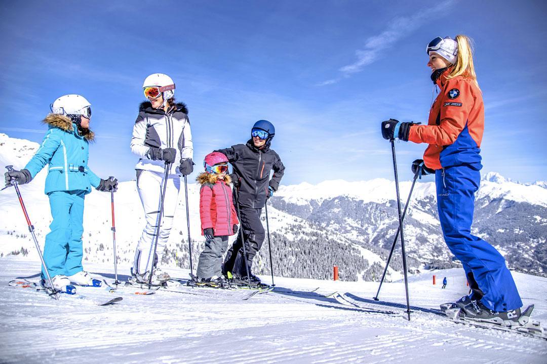 Skischulen und Skilehrer in Courchevel (c) Courchevel Tourismus, Alexis Cornu
