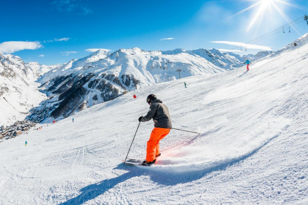 Ski schools and ski lessons in Val d'Isere(c) OT Val d'Isere