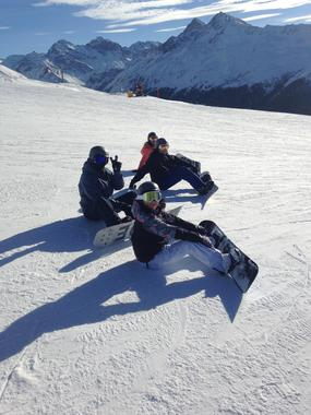 Private Snowboarding Lessons in Small Group for First Timers