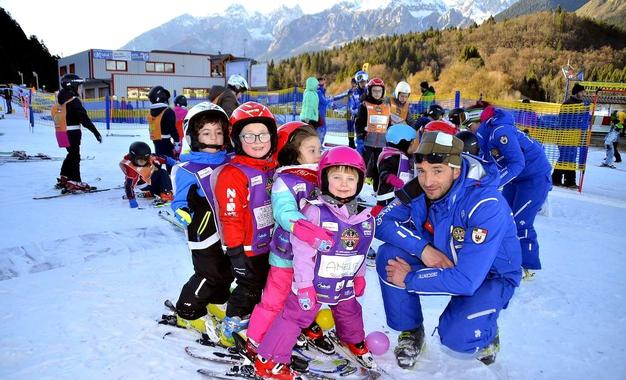 Kids Ski Lessons (5-14 y.) - Weekend - Beginner