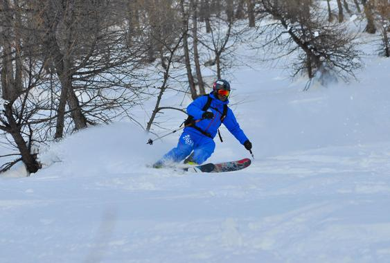 Off-Piste Skiing Lessons (15-25 years) - All Levels