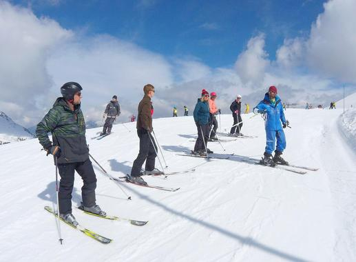 Teen & Adult Ski Lessons for All Levels - Holidays