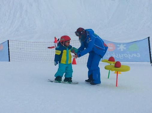 Snowboarding Lessons (6-12 y.) for First-Timers - Holidays