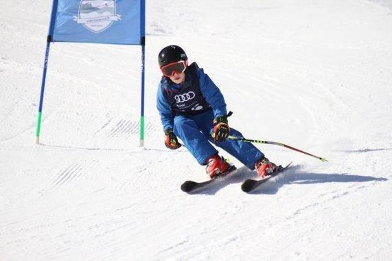 Skirace camp for youngsters from the age of 12