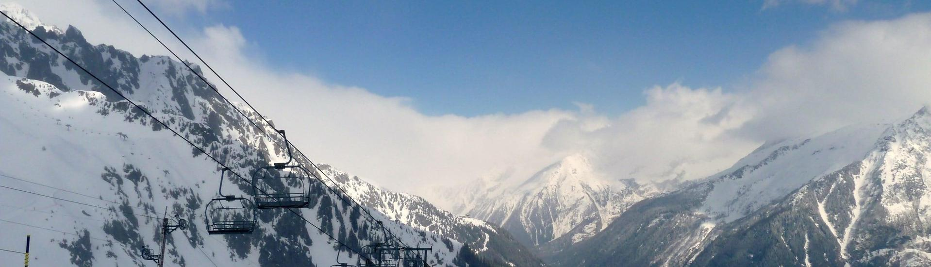 View over the sunny mountain landscape while learning to ski with the ski schools in Chamonix Village.