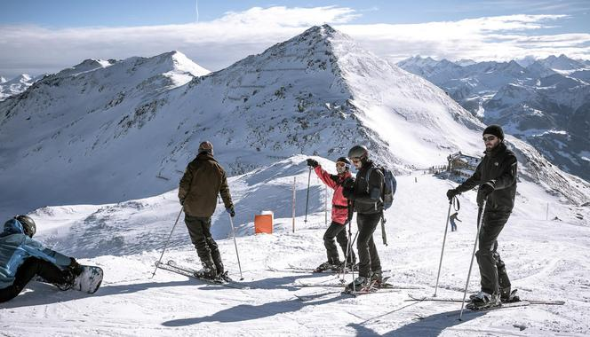 Alpine skiing lessons for adults