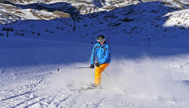 Skiing lessons for adults